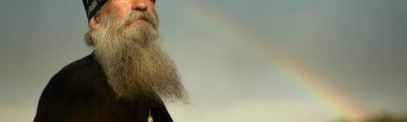 Ο άνθρωπος εκείνος που ζει μέσα του τη Βασιλεία των Ουρανών ακτινοβολεί άγιους λογισμούς